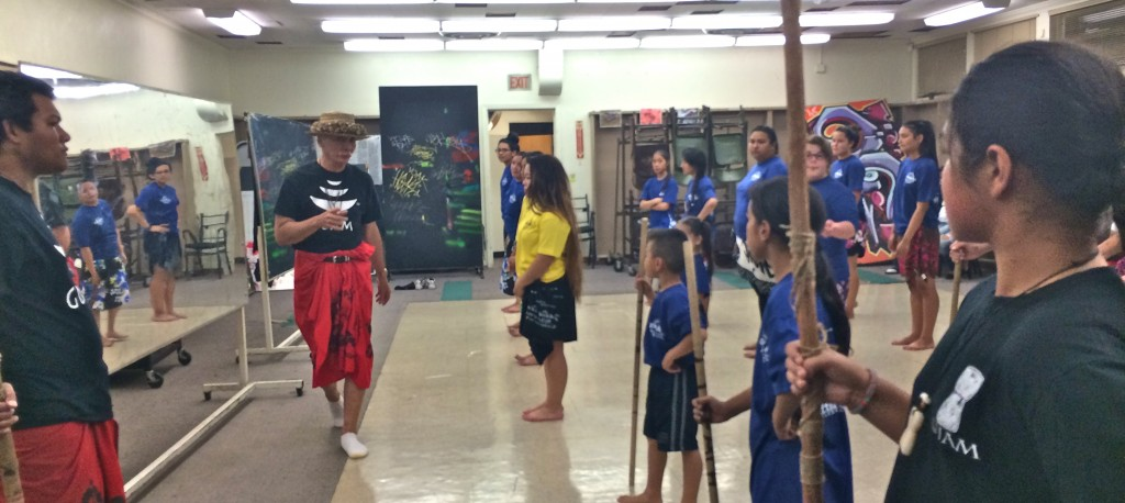 Frank Rabon instructs Chamorro dancers in Long Beach, California
